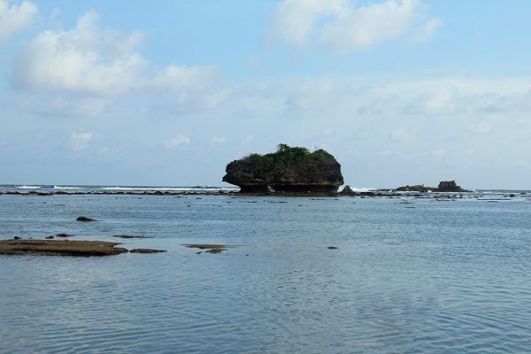 Pantai Kondang Merak berada di Kabupaten Batur, Malang