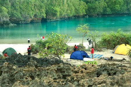 Letak Pulau Sempu berada di balik kawasan cagar alam di Malang