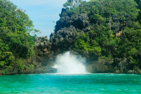 Salah satu pemandangan cantik pantai yang terdapat di Malang