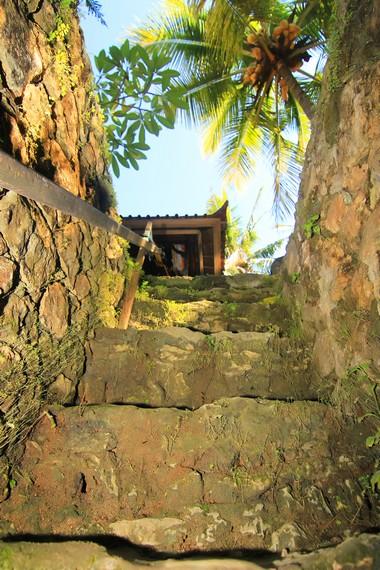Salah satu pintu keluar rumah bawah tanah