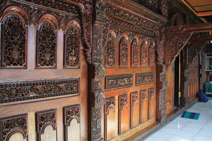 Salah satu bagian dari vihara ini juga terdapat sentuhan Jawa dari ukiran-ukiran pada dinding-dindingnya
