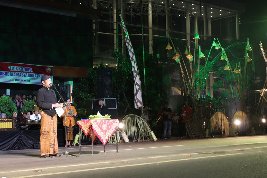 Walikota Solo FX Hadi Rudyatmo memberikan sambutan sebelum pagelaran tari kolosal dimulai