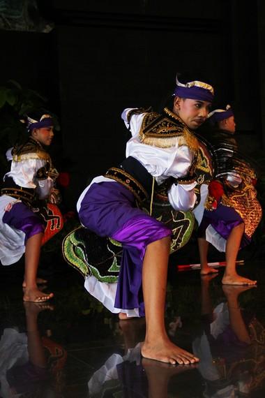Tari Ambarang diciptakan oleh maestro tari Jawatimuran bernama Bimo Wijayanto