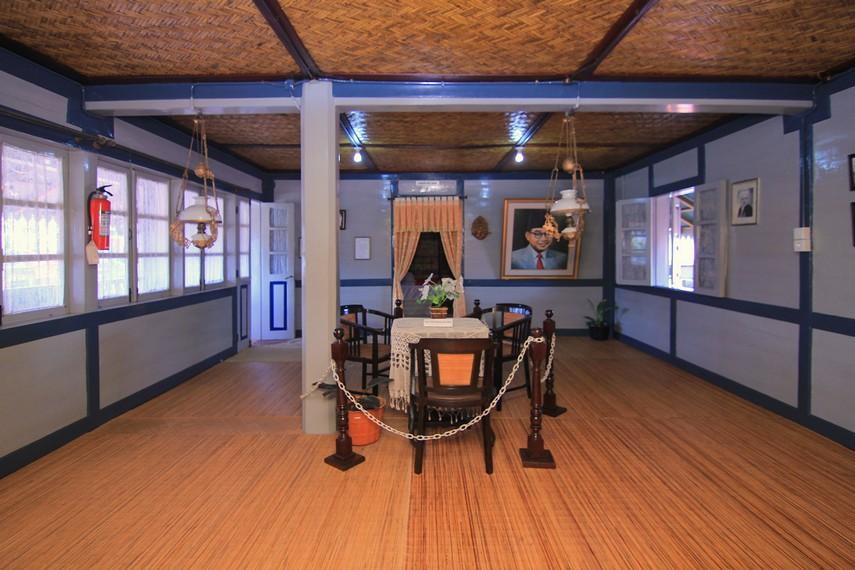 Di ruang utama lantai dua museum ini terpajang lukisan wajah Sang Proklamator berukuran besar dan dokumentasi lainnya