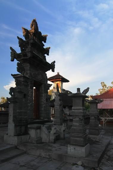 Pura Puseh di Desa Ped, salah satu titik pengamatan aktivitas burung jalak Bali di alam lepas