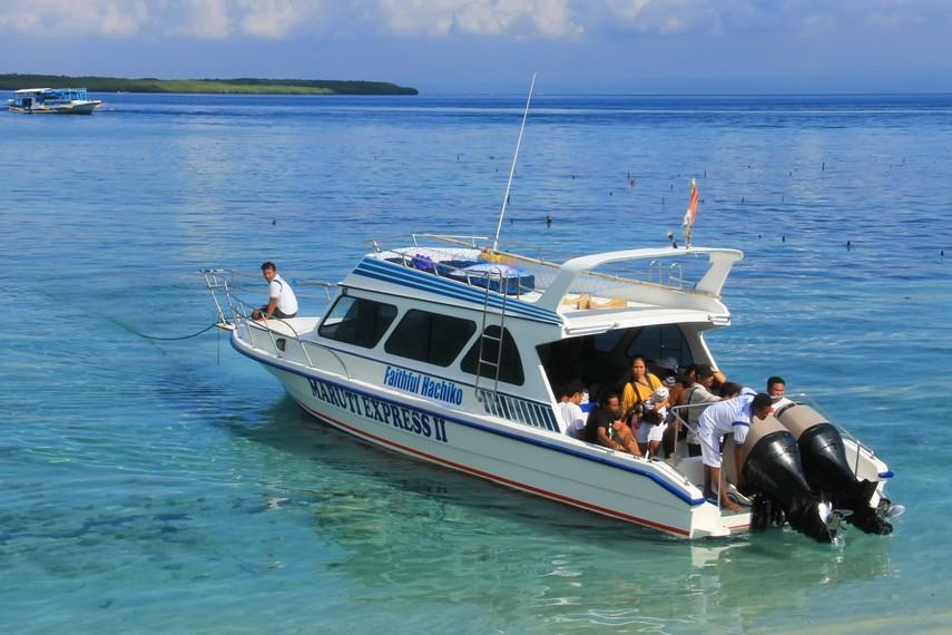 Salah satu speedboat yang menjadi fasilitas penyeberangan dari Nusa Penida ke Pantai Sanur