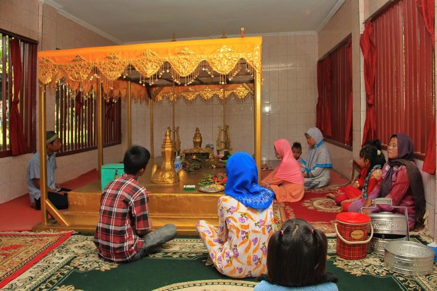 Peziarah yang datang dari luar kota Palembang di makam Radja Segentar Alam