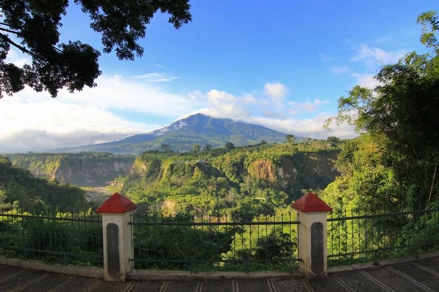 Jika tidak memiliki cukup waktu, taman panorama dapat menjadi tujuan alteratif untuk menikmati keindahan Ngarai Sianok