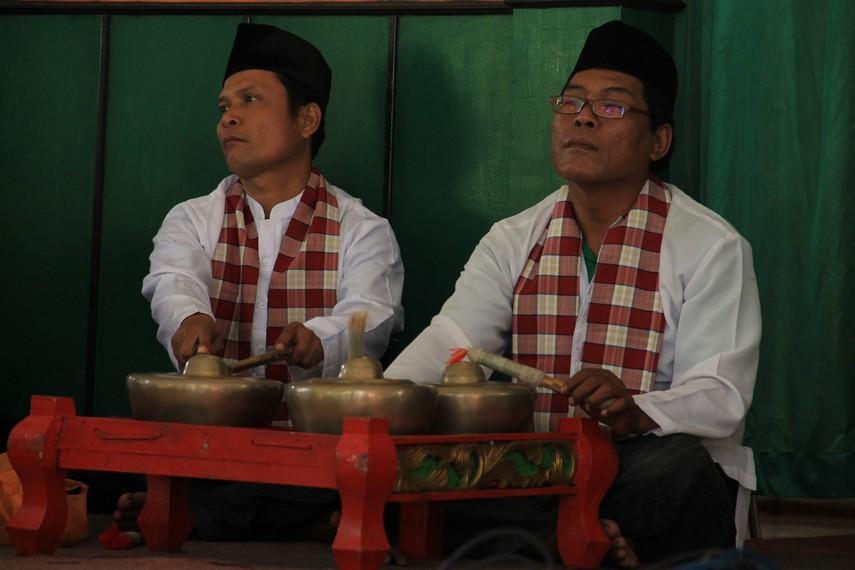Kenong merupakan alat musik pelengkap dalam pertunjukkan Jipeng