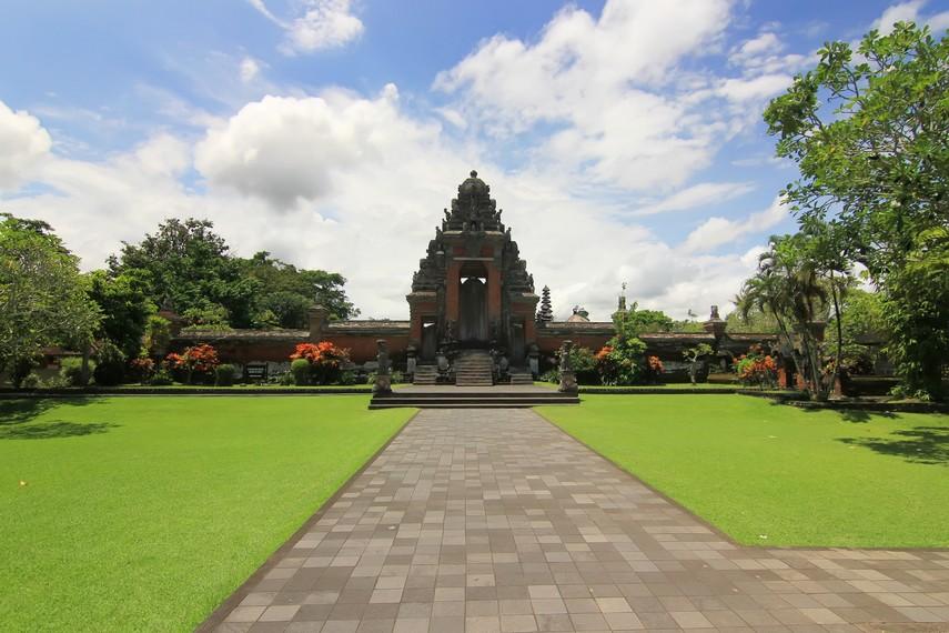 Panorama halaman tengah Pura Taman Ayun, batas akses terdalam bagi wisatawan
