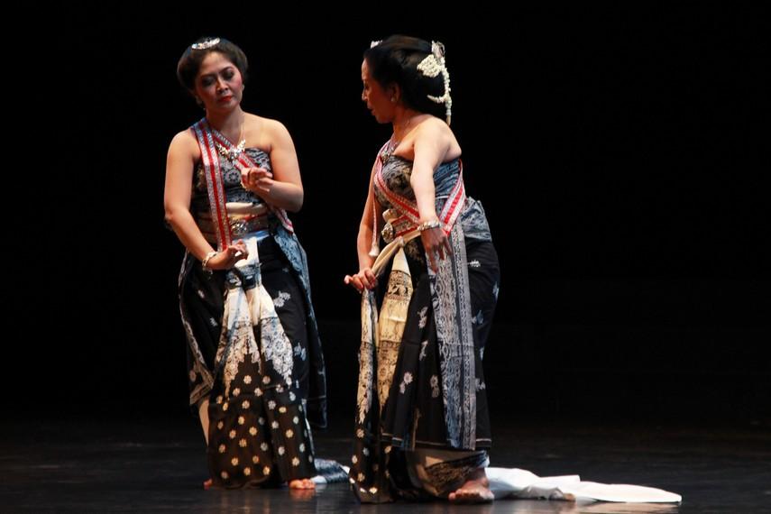 Kisah Calon Arang merupakan cerita rakyat yang paling banyak diceritakan kembali dalam berbagai genre