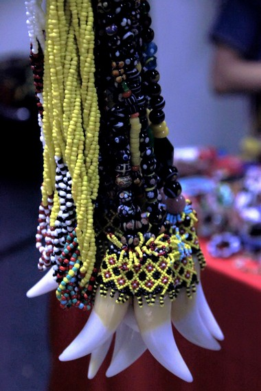 Taring landak diyakini sebagai simbol kekuatan bagi orang yang mengenakannya
