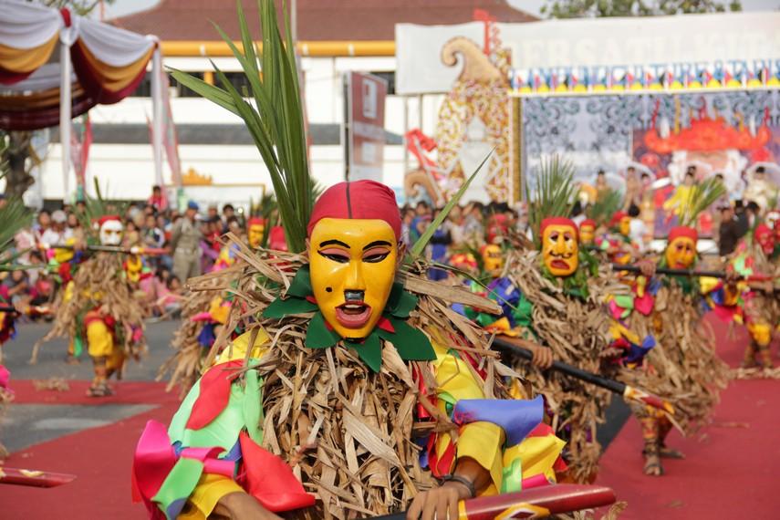 Tuping, topeng khas dari Lampung yang pada masa lalu digunakan sebagai penyamaran prajurit