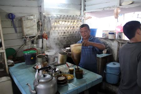 Kedai kopi di Sabang, seperti juga kedai lain di Aceh memiliki gaya peracikan yang khas