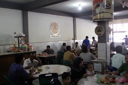 Kedai Solong dan kopi Ulee Kareng menjadi daya tarik tersendiri bagi para pecinta kopi