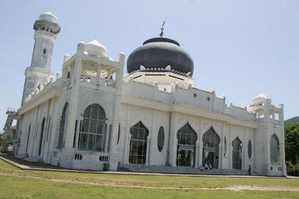 1211_thumb_Masjid_Rahmatullah_menjadi_satu-satunya_bangunan_selamat_di_Kampung_Lampuuk.jpg