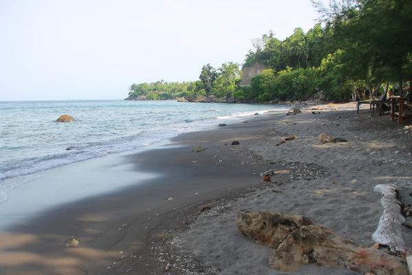 Pasirnya yang berkadar nikel tinggi memiliki berat tiga kali lipat dari pasir pada umumnya