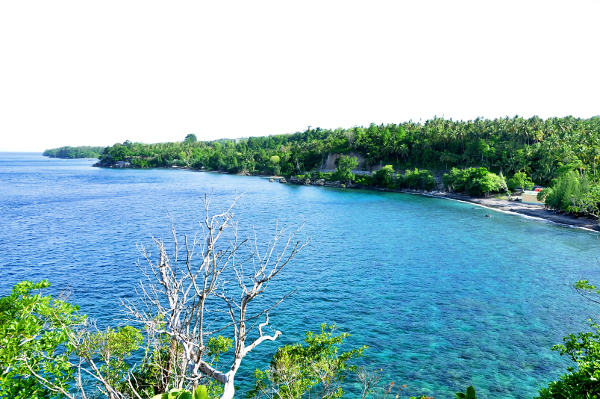 Pemandangan pantai Anoi Itam dari atas Bukit tempat Bunker Jepang berada