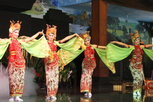 Jejer adalah bagian ketika penari Gandrung menari sendiri atau berkelompok
