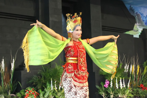 Tari Gandrung merupakan salah satu icon kesenian Kabupaten Banyuwangi