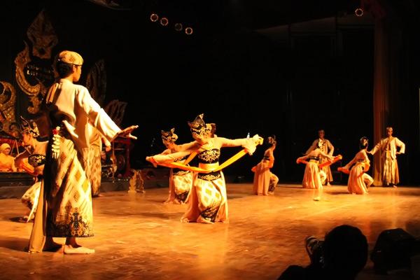 Gerak koreografis yang lembut sebagai manifestasi keindahan