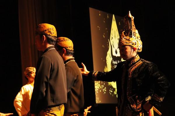 Kemunculan karakter Prabu Siliwangi memvisualisasikan penghormatan kepada para tamu yang datang ke tanah Sunda