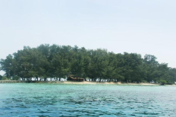 1237_thumb_Pemandangan_Pulau_Bira_Kecil_yang_dapat_dilihat__dari_tengah_laut_2.jpg
