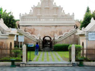 Mengintip Tempat Mandi Sultan di Taman Sari