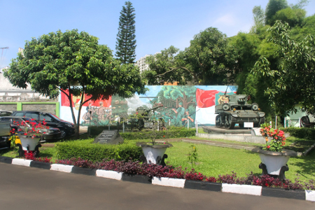 Kendaraan perang yang dipajang di halaman depan Museum Mandala Wangsit Siliwangi