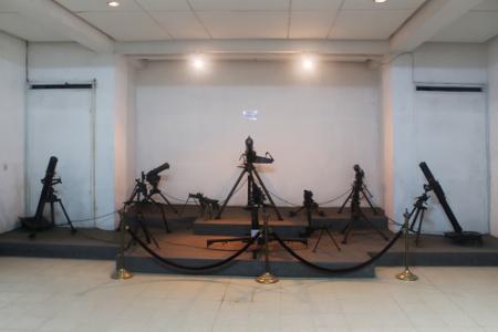 Koleksi senjata api di salah satu sudut ruangan Museum Mandala Wangsit Siliwangi
