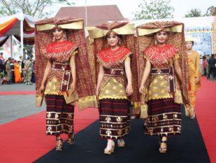 Makna Simbolik di Balik Aksesoris Pernikahan Tradisional Lampung