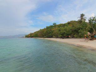 Rekreasi Air dengan Nuansa Berbeda di Tengah Pasir Putih Pulau Tangkil