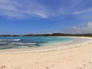 Maha Karya Tuhan di Pantai Selatan Lombok