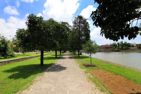 Taman Air Mayura dibangun oleh Raja Anak Agung Made Karangasem pada tahun 1744 M