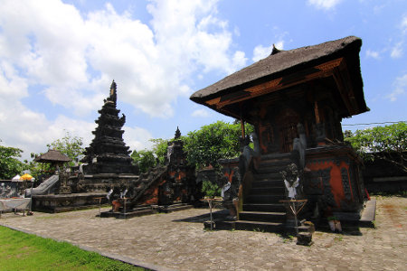 Taman ini pada awalnya diberi nama Taman Istana Kelepug
