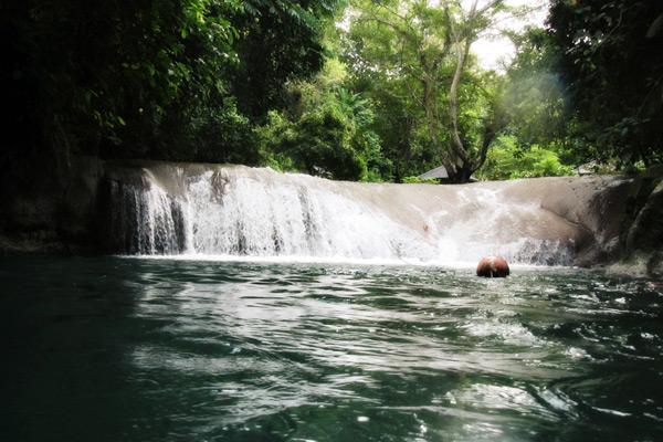 Air terjun yang bisa Anda nikmati di Sungai Citumang