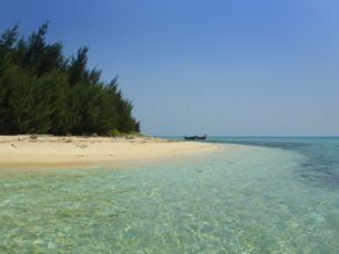 Merasakan Mini dan Manisnya Pulau Tikus di Kepulauan Seribu