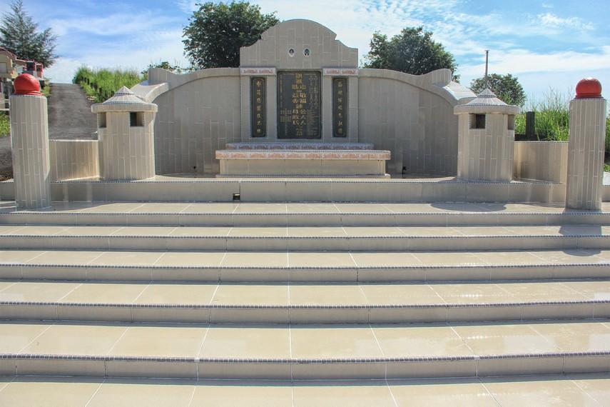 Harga bangunan makam memiliki nilai yang fantastis. Ada yang mencapai miliaran rupiah