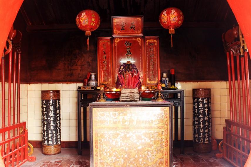 Altar Kha Lam Ya. Salah satu Malaikat Pintu versi Buddha