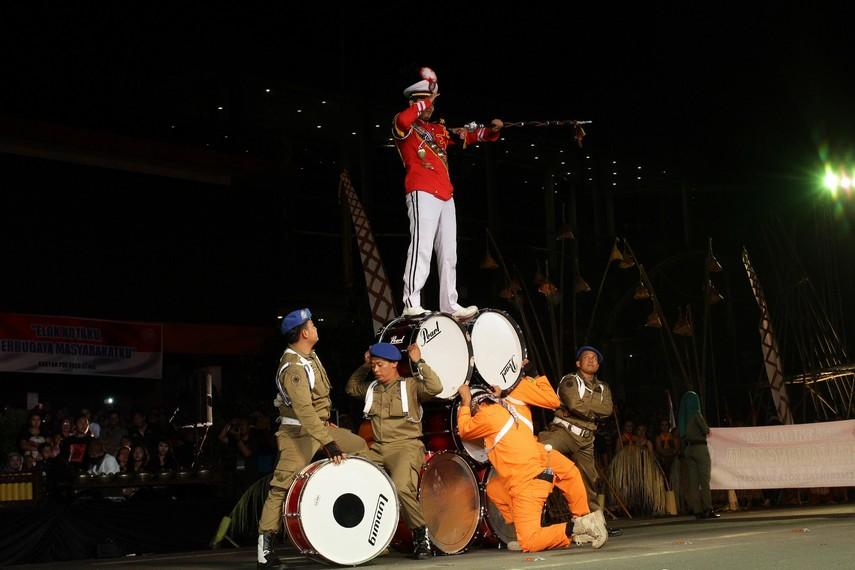 Atraksi drum band menjadi salah satu yang ikut ditampilkan dalam rangka merayakan hari jadi Kota Solo ke-270 ini