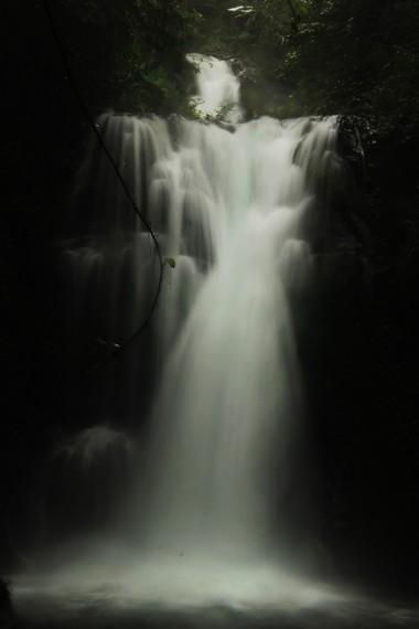 Aliran Air Terjun Bertingkat yang terlihat berundak seperti anak tangga