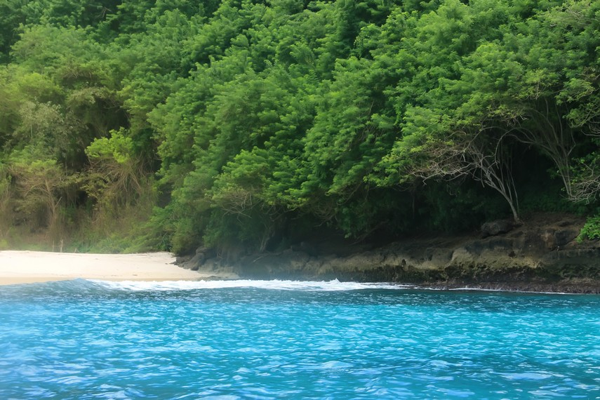Salah satu pantai kosong yang belum terjamah di Nusa Lembongan