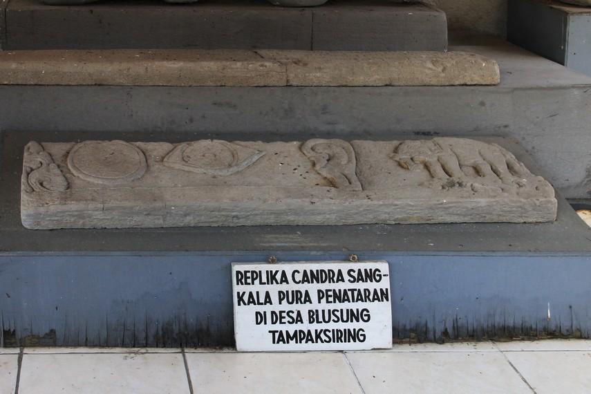 Replika relief Candra Sangkala Pura Penataran Tampaksiring