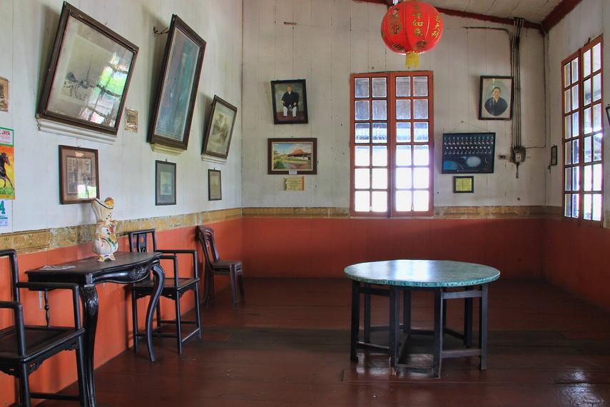 Dari Kapitan Cina inilah kemudian muncul istilah Kampung Kapitan yang dahulu ditinggali oleh masyarakat keturunan Tiongkok di Palembang