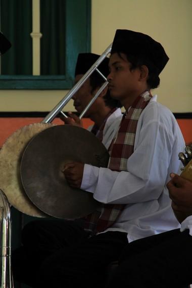 Simbal merupakan salah satu alat musik pelengkap yang dimainkan di setiap pementasan Jipeng
