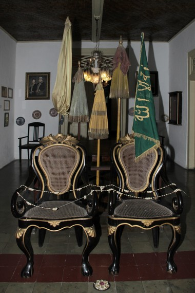 Kursi dari Abad 17 hanya digunakan pada acara khusus seperti pernikahan keluarga keraton