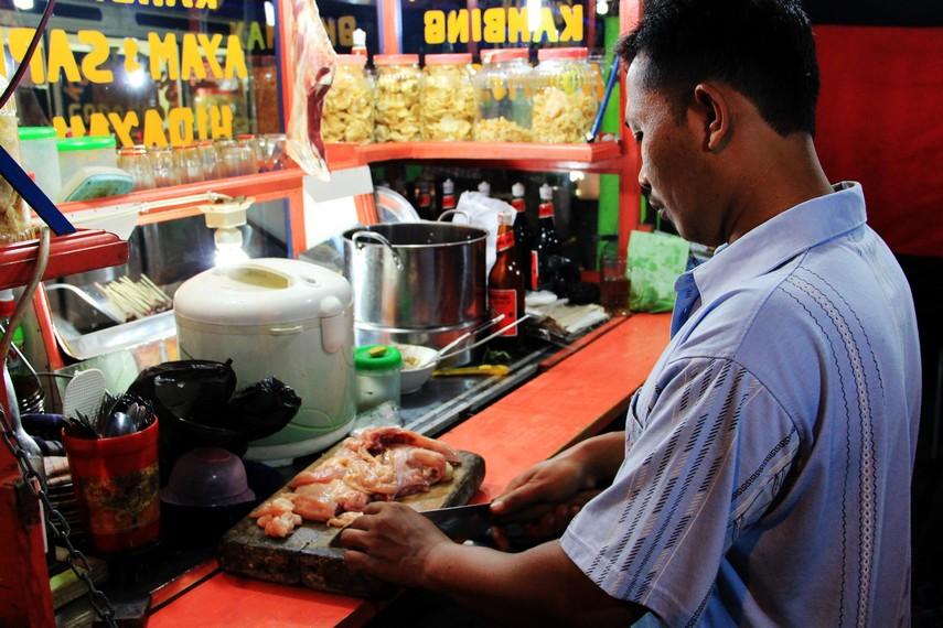 Para pedagang mulai berjualan di Pasar Ceplak sejak tahun 1970-an