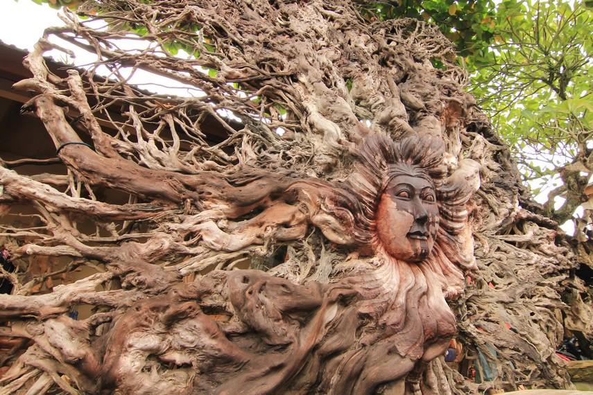 Salah satu jenis ukiran kayu dari bonggol akar pohon yang hanya dapat dikerjakan oleh segelintir orang saja