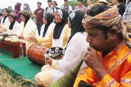 Pupuik batang padi menjadi bagian dari hiburan tradisional bagi masyarakat Minangkabau