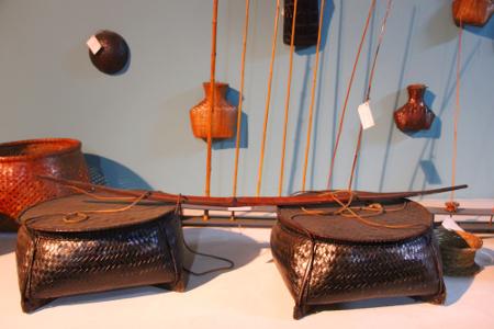 Salah satu kerajinan yang terbuat dari rotan menghiasi koleksi museum